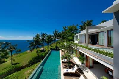 Beach View in Malimbu Cliff Villa in Lombok Island Indonesia 700x465 Desain Rumah Mewah Terletak di Nusa Tenggara Barat Indonesia