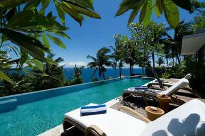 Breathtaking Panoramas in Malimbu Cliff Villa in Lombok Island Indonesia 700x4651 Desain Rumah Mewah Terletak di Nusa Tenggara Barat Indonesia