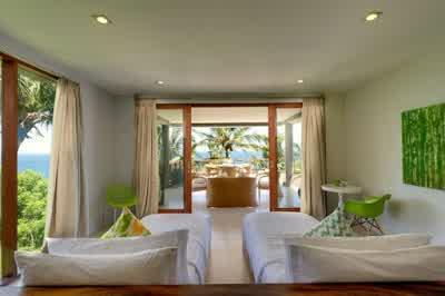 Double Beds Ideas in Malimbu Cliff Villa in Lombok Island Indonesia 700x465 Desain Rumah Mewah Terletak di Nusa Tenggara Barat Indonesia