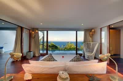 Living Room with Ocean view in Malimbu Cliff Villa in Lombok Island Indonesia 700x465 Desain Rumah Mewah Terletak di Nusa Tenggara Barat Indonesia